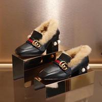 fivelas de fita de pérola venda por atacado-Top Qualidade Carta de Luxo Fita de Metal Fivela de Pele De Salto Baixo Sapatos de Couro de Couro Mulher Pérola Sapatos Casuais Com Caixa