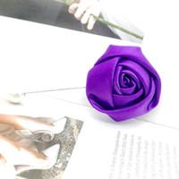 brautjungfer lila broschen großhandel-5 stücke Lila Satin Rose Handgemachte Blume Brosche Hochzeitsfest-bevorzugungs-geschenke Für Gäste Brautjungfer