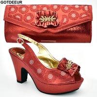 sandalias italianas mujeres al por mayor-Zapatillas y bolsos para damas italianos a juego con decorados con apliques Sandalias para mujeres con tacones Zapatos de boda para mujeres de Nigeria Bombas