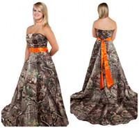 vestido de corsé naranja al por mayor-Nuevo vestido de novia de camuflaje con faja naranja Corsé sin tirantes de nuevo más el tamaño Camo con temática Bosque País Camuflaje vestidos de novia baratos