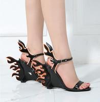 alev alev toptan satış-4 Renk lüks Tasarımcı Kadın Moda Burnu açık Geri Arka Alev Tasarım kama Eğim Sandalet Seksi Yangın Topuk Sandalet Ziyafet Elbise Ayakkabı