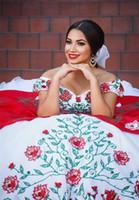 roter weißer abschlussballkleid großhandel-Arabisch aus der Schulter Spitze Quinceanera Kleider rot weiße Stickerei Perlen geschichteten Rüschen Ballkleider Sweep Zug Prom Prinzessin Kleider