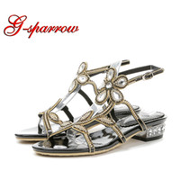 плоские сандалии для свадьбы оптовых-Gladiator Flat Sandals Women Shoes  Rhinestone Flower Fashion Lady Flats Summer Sandals Flat Heel Wedding Dancing Shoes