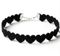 ingrosso disegno di cuoio della collana nera-Collana girocollo in pelle di design in pelle nera con cuore in velluto
