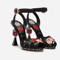 florale pumpenfersen großhandel-2019 Spring Collection - Bedruckte Rose High Heels, Blumensandalen mit rosafarbener skulpturaler Ferse, Schwarze Charmeuse Damen Pumps