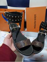 sandálias de couro de gladiador mulheres venda por atacado-Mais novo de Luxo Mulheres Popular Couro Sandália Striking Gladiador Designer de Estilo de Couro Outsole Lona Plana Perfeita Sandália Tamanho 35-45