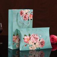 çanta hediye paketi kağıdı toptan satış-Mendil Ipek Eşarp Ambalaj Kutuları Yastık Şekli Kağıt Hediye Kutusu Kolu ile Taşınabilir Çiçek Paketi Çanta