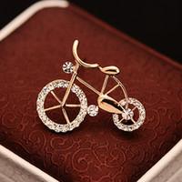 elmas taklidi şekilleri toptan satış-1 ADET Elegance Altın Rhinestone Bisiklet Şekli Erkek Kadın Unisex Twinkle Broş Pins Takı