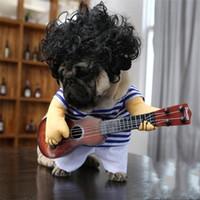 verrückte katzen großhandel-Neue Kreative Gitarre Kostüm Hund Kostüm Interessante Katze Kleidung Verrückte Gitarrist Stil Haustier Lustige Tuch Cosplay Hohe Qualität 21 5qc