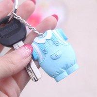 porte-clés bleu bébé achat en gros de-10 pcs Baby Shower Favors Vêtements Bleu Conception Keychain Baby Baptême Cadeau pour Invité Fête D'anniversaire Souvenir
