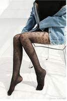 häkelsocken design großhandel-2018 neue Frauen Strumpfhosen Schwarz Kleinbuchstaben Logo Strumpfhosen sexy dünne Jacquard Strampler Seidenstrümpfe weiblichen Sommer sexy Socken Spitzensocken