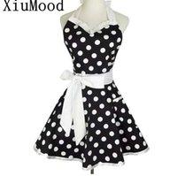 sexy spitzenschürzen groihandel-XiuMood Retro Cute Sexy Kellner Schürze Kleid Mit Tasche Baumwolle Weiß Spitze Schwarz Polka Dot Küche