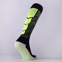 нейлоновые носки оптовых-Чулки 2019 Футбол Носки движения Обучение Нескользящие носки K3 нейлона Шкала Точка резиновый шланг Полотенце носки выше колен