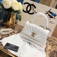 tasarımcı siyah beyaz çanta toptan satış-2019 Bayan Tasarımcı Lüks Omuz Çantaları Asma Kilit Küçük Altın Ton Çanta Kırmızı Siyah Beyaz Deri Bayan Moda Kolu Çanta Zincir kılıf