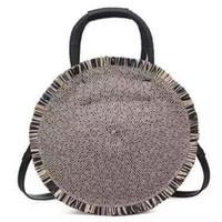 borla redonda bolso negro al por mayor-The New 2019 Hot Round Tassel Straw Bag Hombro de la mano de la mano de playa manual puro tejer Lady Bag Aslant Mujer Azul Negro