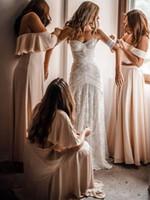 robes de charme achat en gros de-Robes de mariée Vintage Bohème Coton Crochet Dentelle Hors Épaule Amour Sort pleine longueur Pays Boho Sirène Plage Robe De Mariée