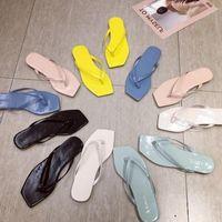 donmuş daireler toptan satış-Goddess2019 Fangtou Toe Ins Kelime Bir Yaz Şeker Freeze Renk Düz Dipli Kumlu Plaj Sandalet Kadın Diğer Giysiler Terlik