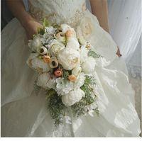 weiße blaue mittelstücke großhandel-Hochzeit Brautsträuße Wasserfall Weiß Hochzeit Blumen Brautsträuße Künstliche Perlen Kristall Hochzeit Bouquets Bouquet De Mariage Rose