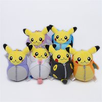 pijamas amarelas venda por atacado-Pijamas de Brinquedo portátil Pikachu Bonecos de Pelúcia Boneca Animal Criativo Venda Quente Com Roxo Amarelo Azul Cor 9 5xy J1
