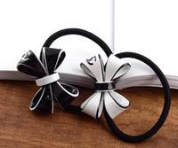 anéis de borracha branca venda por atacado-Senhoras preto e branco de acrílico C anel de cabelo arco estilo europeu e norte-americanos de borracha moda contador de headwear banda presente