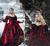 vestidos de novia medievales negros al por mayor-Princesa gótica de la bella durmiente Vestido de novia medieval de color burdeos y negro Apliques de encaje de manga larga Vestidos de novia de disfraces victorianos