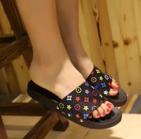 niño niña zapatillas al por mayor-Zapatillas Weoneit Girls Sandalias de playa para niños Nuevo Verano Cómodo para mujer Zapatos para el hogar Zapatillas impresas para niños