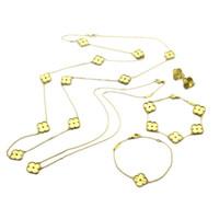 conjunto de joyas de oro chapado en dama al por mayor-Conjuntos de joyería de moda Lady Titanium acero Motivos Grano de oro Cuatro hojas Flores 18K Chapado en oro Collares largos Pulseras Pendientes 2 colores