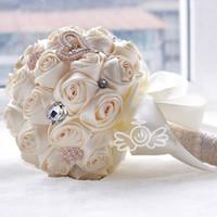 purple foam roses al por mayor-2019 lujo hermosa boda nupcial ramos elegante perla novia novia ramo de la boda hecho a mano cinta de cristal crema