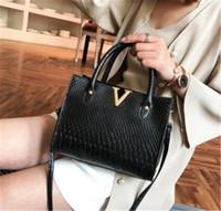 bolsos de fábrica de bolsos al por mayor-Diseñador de Crossbody del bolso de lujo monederos para mujer de piel V Cartas de los diseñadores bolsos de chicas bolsos de lujo calidad de la llegada del precio de fábrica