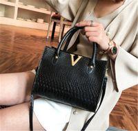 fabrika fiyat çantaları toptan satış-Tasarımcı Crossbody Çanta Lüks Çanta Çantalar Bayan Deri V Mektuplar Tasarımcıları Çanta Kız Çanta Lüks Kalite Yeni Varış Fabrika Fiyat