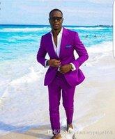ingrosso tuxedo cool-Cool Purple Groomsmen Peak Risvolto Due bottoni (giacca + pantaloni + cravatta) Smoking dello sposo Groomsmen Best Man Suit Abiti da sposo uomo Sposo