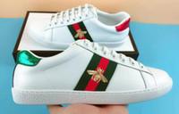 zapatillas de tenis rojas para las mujeres al por mayor-NUEVO diseñador de lujo zapatos as hombres cinta blanca de cuero mujer casual marca zapatilla verde rojo bordado perla serpiente tigre tamaño 35-49