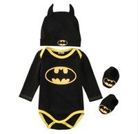 bebek batman kıyafetleri toptan satış-Emmababy Bebek Giysileri Set Yaz Sevimli Batman Yenidoğan Bebek Erkek bebek Tulum + Ayakkabı + Şapka 3 Adet Kıyafet Bebek Erkek Giysileri Set
