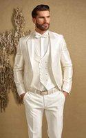 jaqueta de baile marfim homens venda por atacado-Bonito Marfim Padrinhos Notch Lapela Do Noivo Smoking Branco Ternos Dos Homens de Casamento / Prom Melhor Homem Blazer (Jacket + Pants + Vest + Bowtie)