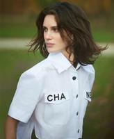 kuş tüyü gömleği toptan satış-Sıcak Beyaz Gömlek Kadın Swallowtail Cep Mektubu Yüksek Bel Kısa Kollu Göbek Gömlek Fabrika Toptan Bluz Bluzlar