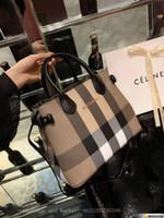 bolsas de tela totes mochilas al por mayor-Mochilas de diseño Rosa de lujo para mujeres Bolsas de tela Colleage Damas Mochila de viaje Famosa marca Mochila Bolsas Blanco Negro Para viajes