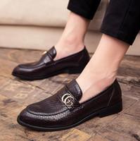 zapatilla de diseñador al por mayor-Nuevos zapatos de cuero casuales de negocios británicos vintage para hombres, zapatos con estampado de pitón, zapatos individuales para hombres, mocasines de diseñador para hombres, mocasines de lujo, F1.2