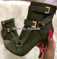 ingrosso vestito dei tacchi dei caricamenti del sistema-ALMUDENA Army Green Black Strap Ankle Boots Stiletto Heels Open Toe Moto Stivali fibbia in metallo decorato scarpe eleganti