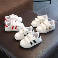 ingrosso neonata di scarpe fondo duro-Autunno Maschio Ragazza Joker Piccolo fondo morbido di bianco Toddler Moda bambini Ragazzi scarpe sportive in pelle Tempo libero nei bambini Motion Baby