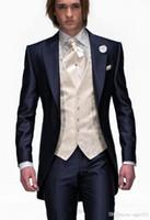 ingrosso uomini sottili della maglia di stile-New Style Slim Fit Smoking dello sposo con un bottone Blu scuro Best man Peak Risvolto Groomsman Uomo Abiti da sposa Bridegroom (Giacca + Pantaloni + Cravatta + Gilet) 109