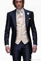 style de gilet de mariage hommes nouveau achat en gros de-Nouveau Style Coupe Slim Fit Un Bouton Tuxedos Bleu Marine Meilleur homme Peak Lapel Groomsman Hommes Costumes De Mariage Époux (Veste + Pantalon + Cravate + Vest) 109