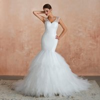 vestido de casamento lantejoulas brancas venda por atacado-2020 Branco Sem Mangas Sereia Vestidos De Noiva Profundo Decote Em V Sem Costas Lantejoulas Top Dubai Árabe Castelo Trompete Vestido De Noiva