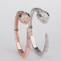 pulsera de latón dorado al por mayor-Joyería de marca de moda de lujo Lady Brass Full Diamond Green Eyes Snake Serpenti 8K Gold Wedding Engagement Pulseras abiertas 2 colores