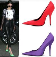 зеленые туфли на высоком каблуке оптовых-Вечерние шелковые туфли женские красные зеленые остроконечные носки высокие каблуки Zapatos Mujer черные розовые классические туфли на каблуках женские