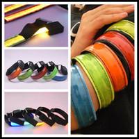 laufband leuchtend großhandel-LED-Lichtwellenleiter Licht emittierendes LED-Armband Leuchtender Armgürtel Laufen Reiten Jubeln Requisiten Warnungen Fluoreszenzreflexion LED-Armband