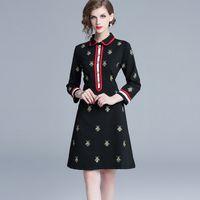 bayan elbiseleri toptan satış-Toptan Güz Bahar Uzun Kollu Yaka Boyun Siyah Kasetli Arılar Nakış Milan Pist Elbise Office Lady A-Line Plus Size Elbise