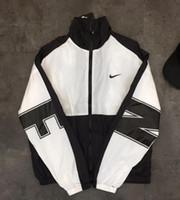 chaqueta de dos colores para hombre al por mayor-Chaqueta de la chaqueta del parabrisas de los deportes de la moda de ultramar hombres y mujeres amantes color de la capa: negro. Tamaño: M-XXL