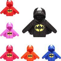 carácter niños abrigos de invierno al por mayor-2.019 niños de invierno por la chaqueta de Batman de Carácter Niño Niña de Halloween Navidad SNOWSUIT informal de vestir exteriores de la capa encapuchada niños