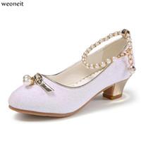 perle rose talons hauts achat en gros de-Weoneit Princesse Enfants Chaussures en cuir pour les filles Sequin Enfants Talon Haut Chaussures de Filles Perles Noeud Rose Blanc Parti