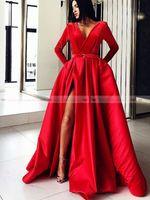 vestidos de noche de satén rojo cuello v al por mayor-Cuello en V Satén rojo Vestidos de noche musulmanes Vestido de fiesta 2019 Manga larga Vestido de fiesta Lado Split Dubai Kaftan Arabia Saudita Árabe Vestido de noche formal